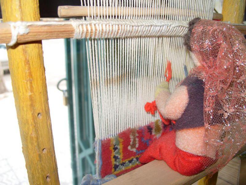 خدمات دارکشی قالیچه در قالیشویی مشهد